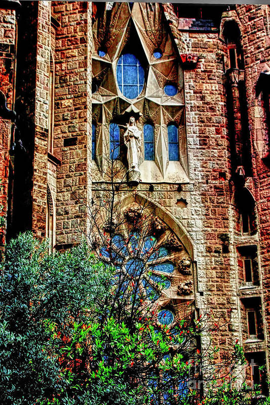 La Sagrada Famila Art Print featuring the photograph Gaudi Barcelona by Tom Prendergast