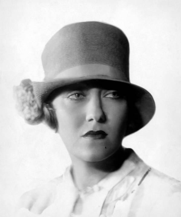 1920s Portraits Art Print featuring the photograph Gloria Swanson, 1927 by Everett