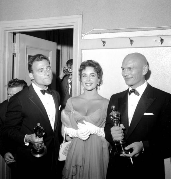 1950-1959 Art Print featuring the photograph At The Oscars by Michael Ochs Archives