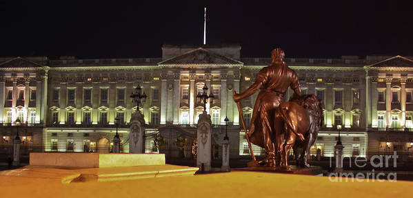 Buckingham Palace Art Print featuring the photograph Statues View Of Buckingham Palace by Terri Waters