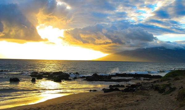 Hawaii Art Print featuring the photograph Unsettled Sky by Daniel Forsha