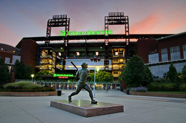 Mike Print featuring the photograph Mike Schmidt Statue At Dawn by Bill Cannon