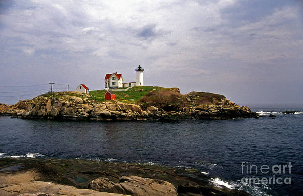 Lighthouses Art Print featuring the photograph Nuble Lighthouse by Skip Willits