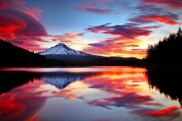 Mount Hood Art Print featuring the photograph Sunrise On The Lake by Darren White