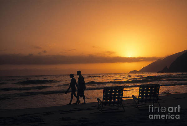 20-25 Years Art Print featuring the photograph Couple At Beach by Juan Silva