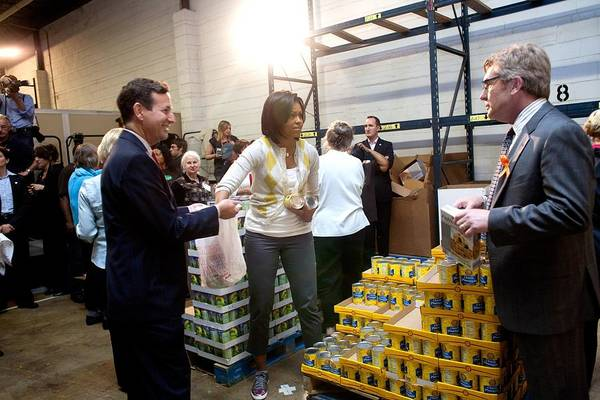 History Art Print featuring the photograph Michelle Obama Volunteers For Feeding by Everett