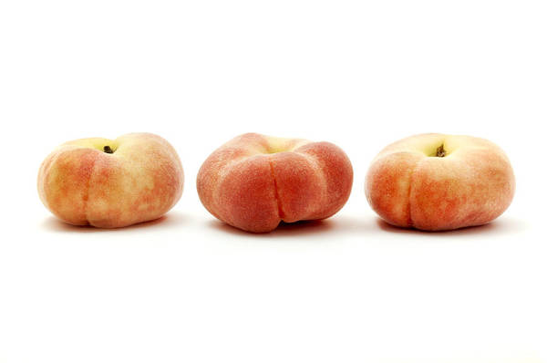 White Background Art Print featuring the photograph Saturn Peaches by Fabrizio Troiani