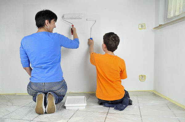 Teamwork Art Print featuring the photograph Teamwork - Mother And Child Painting Wall by Matthias Hauser