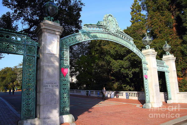 Sproul Art Print featuring the photograph Uc Berkeley . Sproul Plaza . Sather Gate . 7d10039 by Wingsdomain Art and Photography