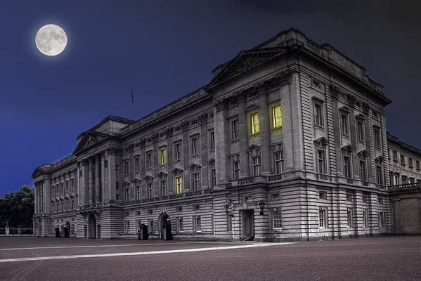 Attraction Art Print featuring the photograph Buckingham Palace by Jaroslaw Grudzinski