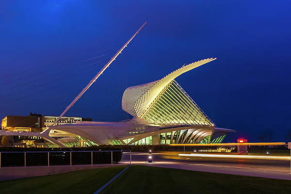 Architecture Art Print featuring the photograph Milwaukee Art Museum by Chuck De La Rosa
