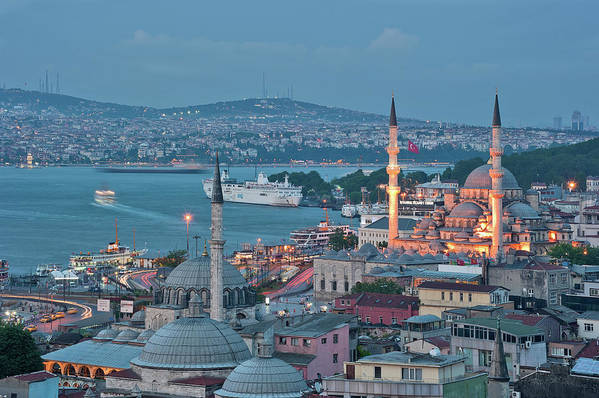 Horizontal Art Print featuring the photograph Yeni Camii by Salvator Barki