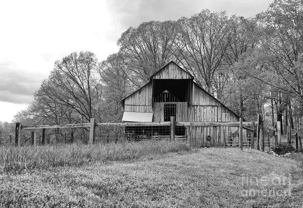 Tennessee Art Print featuring the photograph Tennessee Barn Bw by Chuck Kuhn