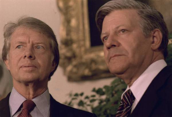 History Art Print featuring the photograph Jimmy Carter Meeting With German by Everett