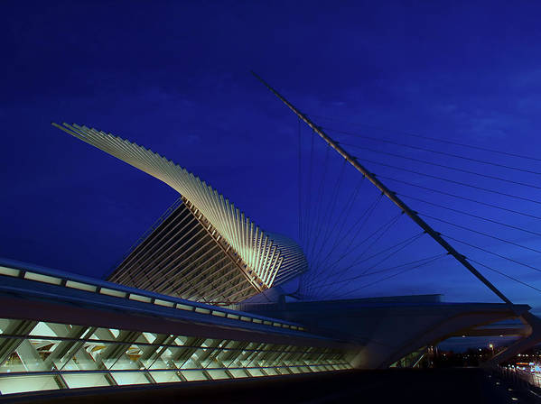 Milwaukee Art Museum Art Print featuring the photograph Dusk At The Calatrava by Chuck De La Rosa