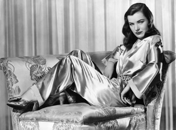 1940s Portraits Art Print featuring the photograph Ella Raines, Universal Pictures by Everett