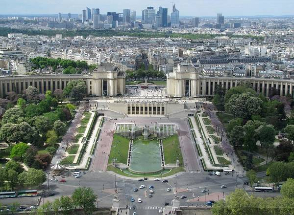 Palais De Chaillot Art Print featuring the photograph Palais De Chaillot And Trocadero Fountains by Keith Stokes