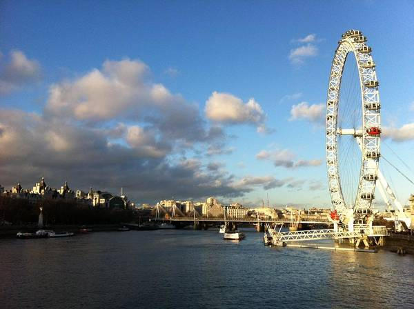 London Art Print featuring the photograph The Eye Over Thames by Andreia Gomes