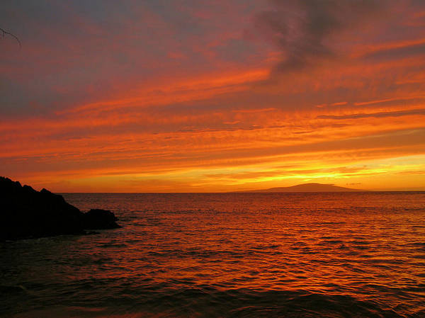 Sunset Art Print featuring the photograph Makena Sunset by Stephen Vecchiotti