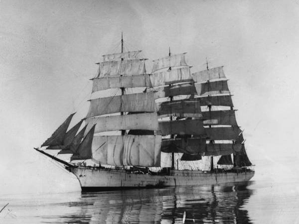 Nautical Vessel Art Print featuring the photograph Herzogin Cecilie by Hulton Collection