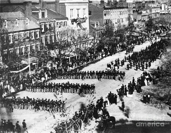 History Print featuring the photograph Lincolns Funeral Procession, 1865 by Photo Researchers, Inc.