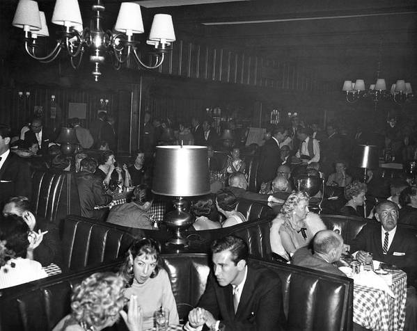 1960 Print featuring the photograph Chasen's Hollywood Restaurant by Underwood Archives