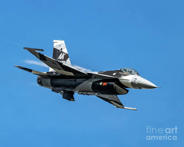 18th Aggressor Squadron Art Print featuring the photograph 18th Aggressor Sgn Viper Pulling Up Trailing Vapes by Joe Kunzler