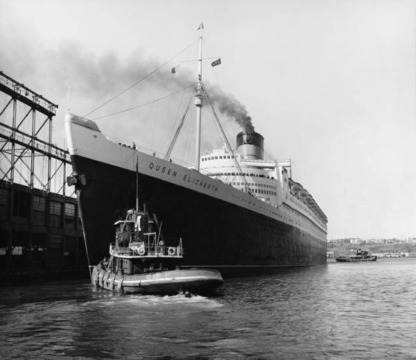 Historic Art Print featuring the photograph Rms Queen Elizabeth by Dick Hanley and Photo Researchers
