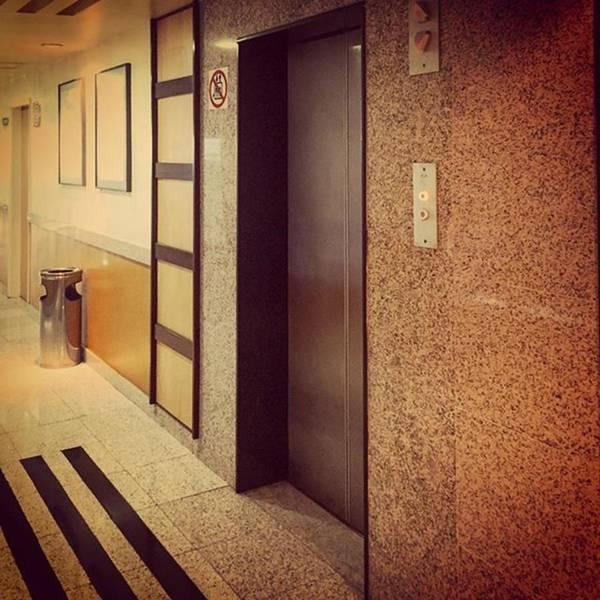 Vintage Atlas-schindler Elevator - Um Art Print