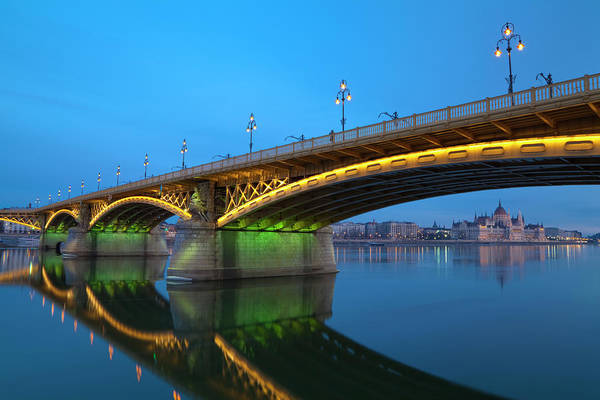 Town Art Print featuring the photograph Margaret Bridge And The Parliament by Focusstock