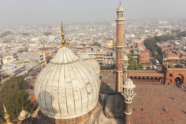 Horizontal Art Print featuring the photograph Jama Masjid Mosque In Old Delhi, India by Peter Adams