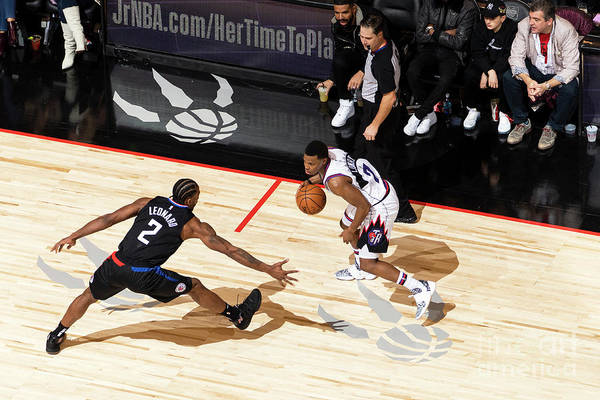 Nba Pro Basketball Art Print featuring the photograph La Clippers V Toronto Raptors by Mark Blinch