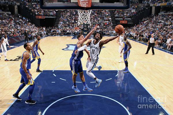 Nba Pro Basketball Art Print featuring the photograph Golden State Warriors V Memphis by Joe Murphy