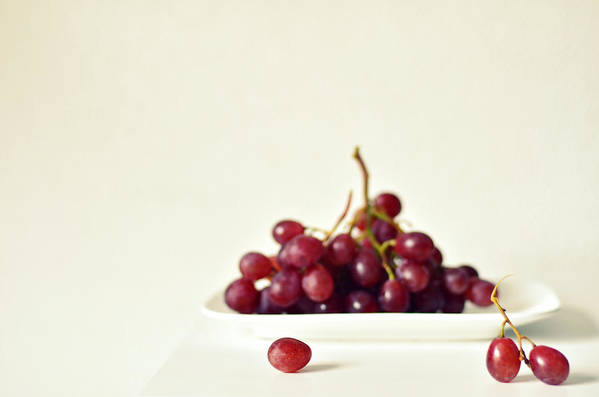White Background Art Print featuring the photograph Red Grapes On White Plate by Photo By Ira Heuvelman-dobrolyubova