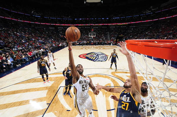 Smoothie King Center Art Print featuring the photograph E'twaun Moore by Bill Baptist