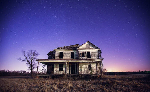 North Carolina Art Print featuring the photograph Abandoned Rural Farmhouse by Malcolm Macgregor