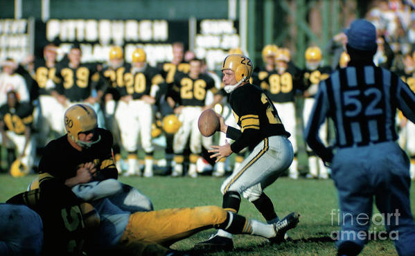 People Art Print featuring the photograph Pittsburgh Steelers Bobby Layne by Bettmann