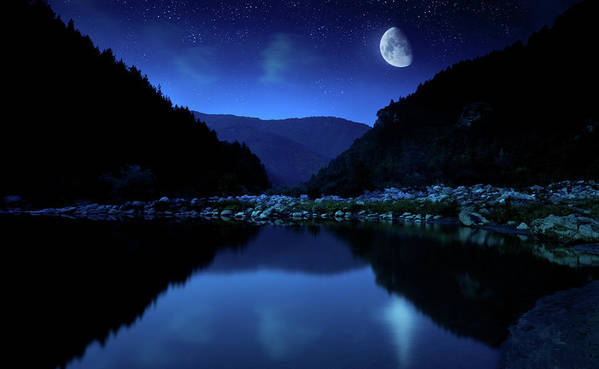 Water's Edge Art Print featuring the photograph Rising Moon Over Lake by Da-kuk