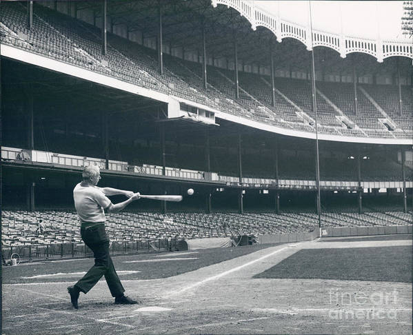 People Art Print featuring the photograph Joe Dimaggio by Sports Studio Photos
