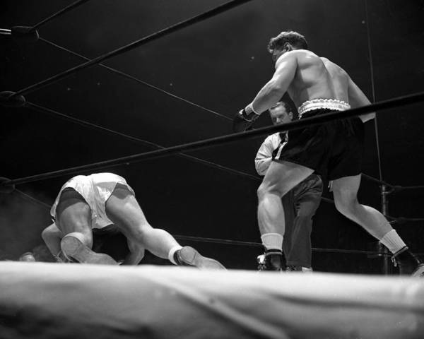 Heavyweight Art Print featuring the photograph Gus Lesnevitch Vs Melio Bettina by New York Daily News
