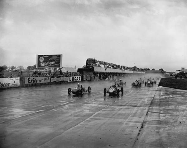 1950-1959 Art Print featuring the photograph Racing In The Rain by Central Press