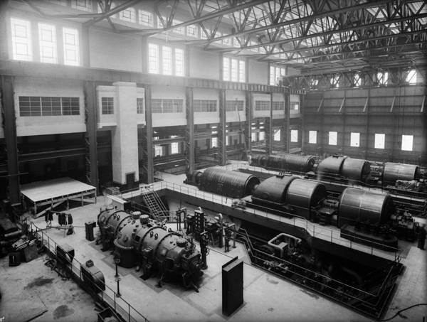 1930-1939 Art Print featuring the photograph Fulham Power Station by Fox Photos