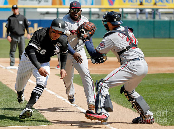 Second Inning Art Print featuring the photograph Minnesota Twins V Chicago White Sox by Jon Durr