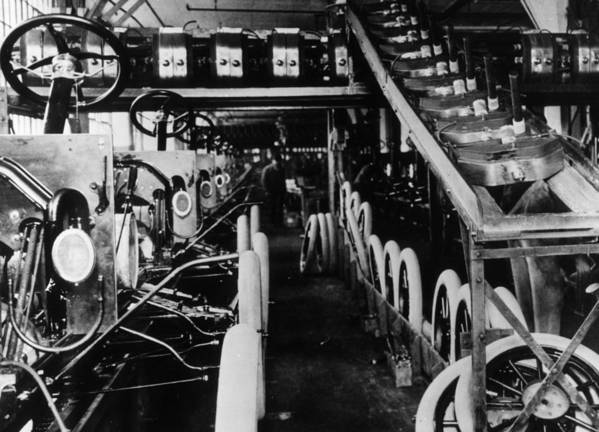 1910-1919 Art Print featuring the photograph Moving Assembly Line by Hulton Archive