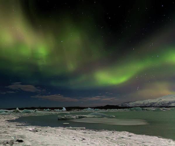 Scenics Art Print featuring the photograph Auroras En Jokulsarlon Islandia by Martin Zalba