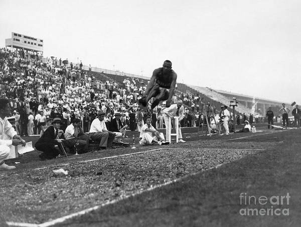 1936 Print featuring the photograph James Jesse Owens by Granger
