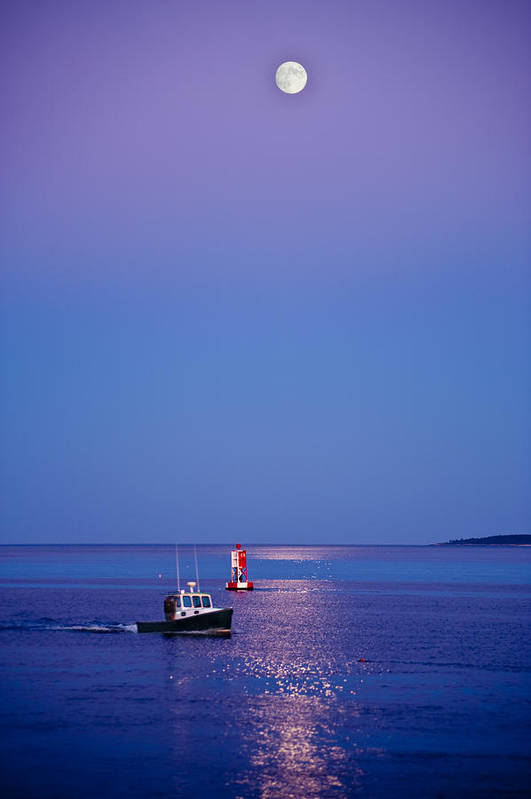 Maine Print featuring the photograph Ocean Moonrise by Steve Gadomski