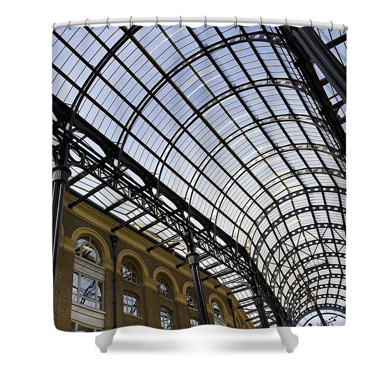 Hays Galleria Shower Curtain featuring the photograph Hay's Galleria London by David Pyatt