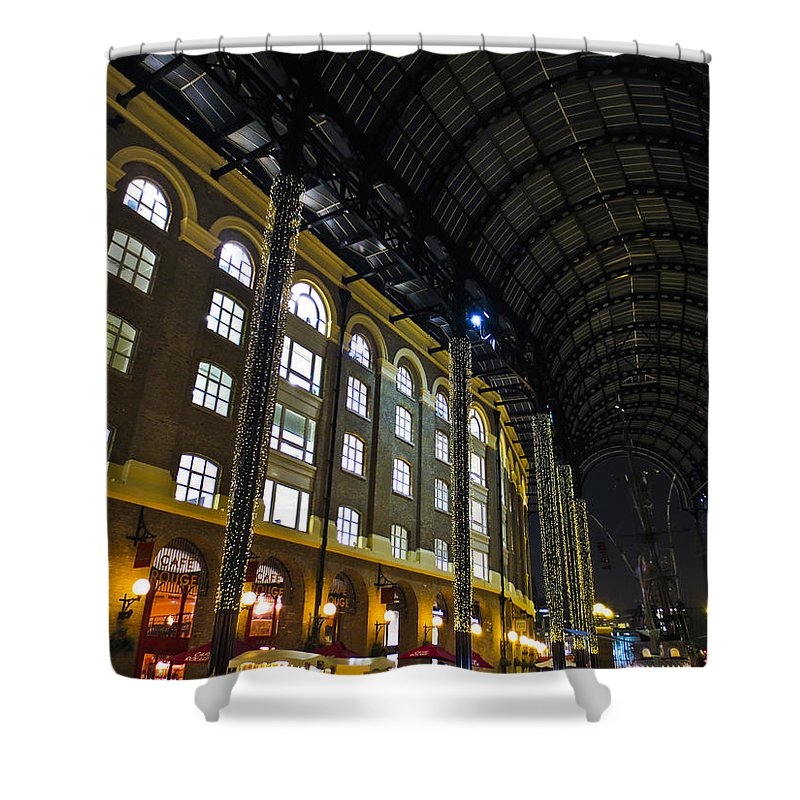 Hays Shower Curtain featuring the photograph Hays Galleria London by David Pyatt