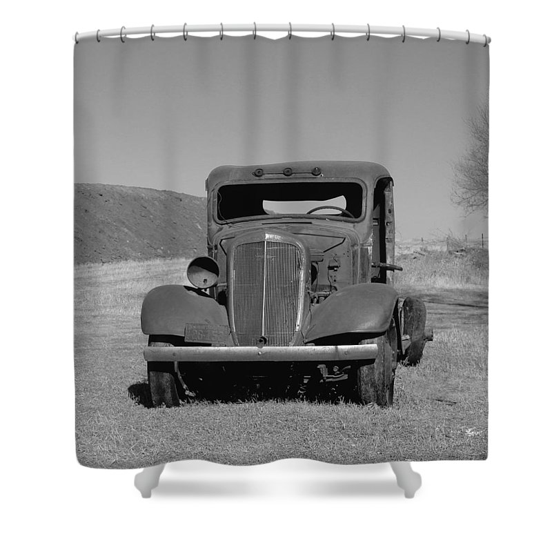Cars Shower Curtain featuring the photograph A North Dakota Carriage by Jeff Swan